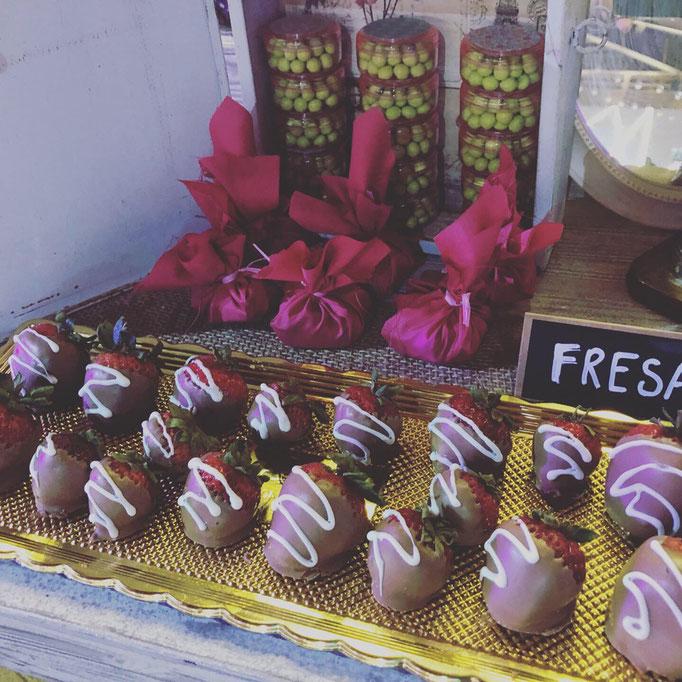 Mesa de postres fresas