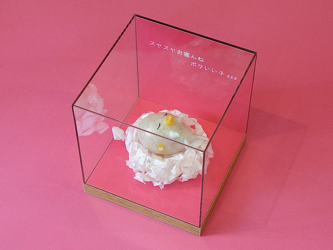 CTAオリジナル し〜たまくんと生きよう!! 『ベビたまちゃん』 / 2013年制作 / セロテープ®、特注カラーセロテープ / 15×16.2×15cm