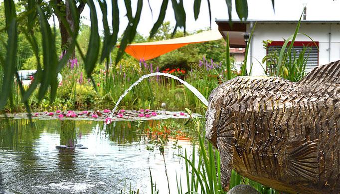 Erholsame Stunden im Garten, Seniorenheim HAUS AM STEINBACH