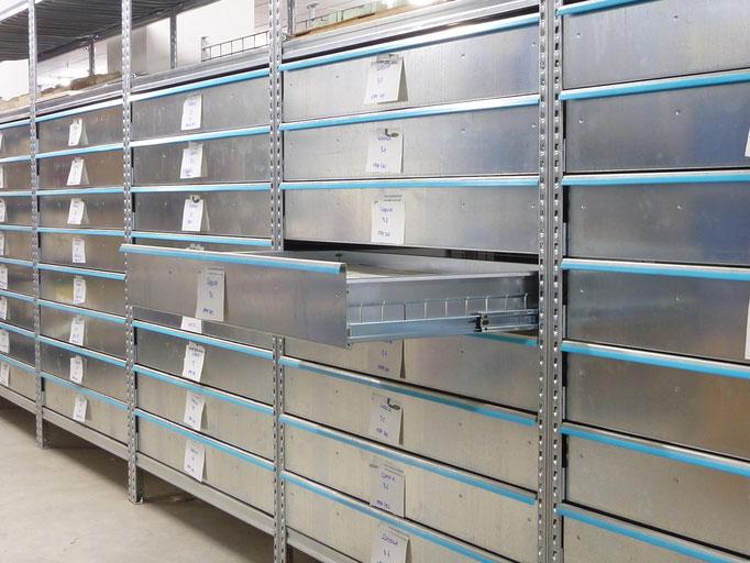 Werkstatt-Regal mit Schubladen