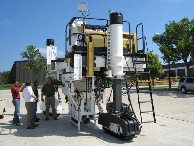 Une machine Gomaco 6300 aménagée pour des ouvrages spécifiques dans des conditions spécifiques (travaux de béton extrudé en Tunnel)