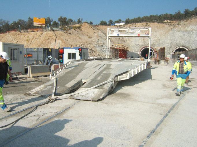 Passerelle de croisement de camions pour la réalisation de travaux de béton extrudé en Tunnel