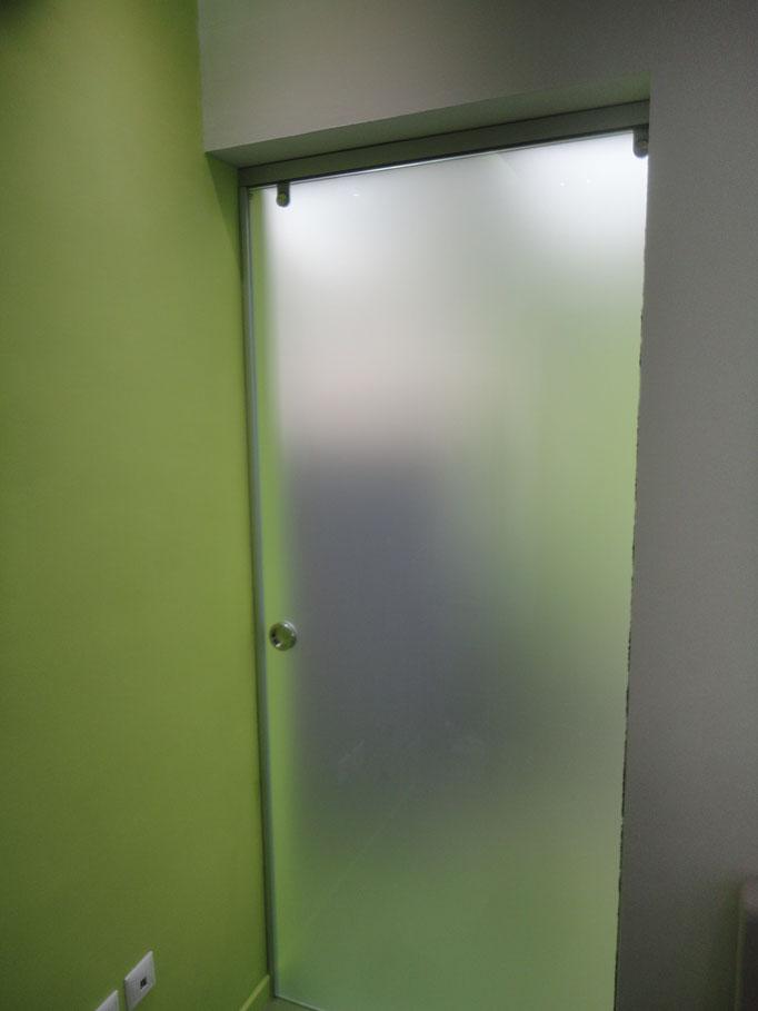 πόρτα με τζάμι εσωτερικού χώρου για γραφείο