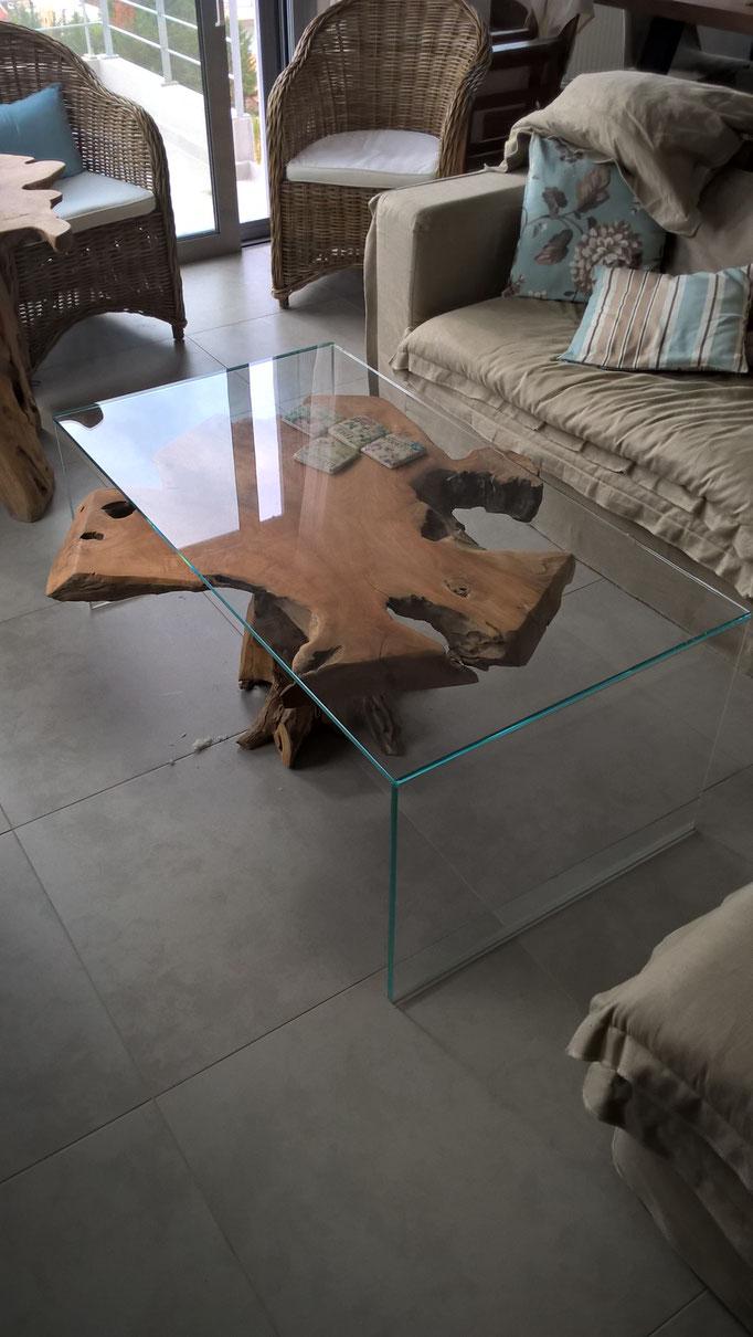 γυάλινο τραπέζι 10 μμ extra clear-γυάλινο τραπέζι κρυστάλλινο με τζάμι που το διατηρεί καθαρό