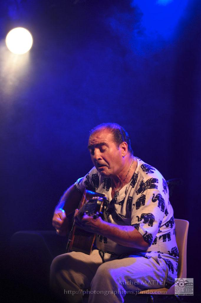 Tchavolo Schmitt, virtuose de la guitare Manouche