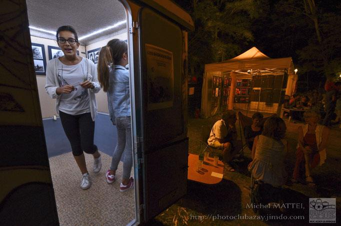 la caravane de l'expo photo  « Les badauds d'Loire »  de Jean Paul Oriol  et Gabrielle Aubry  