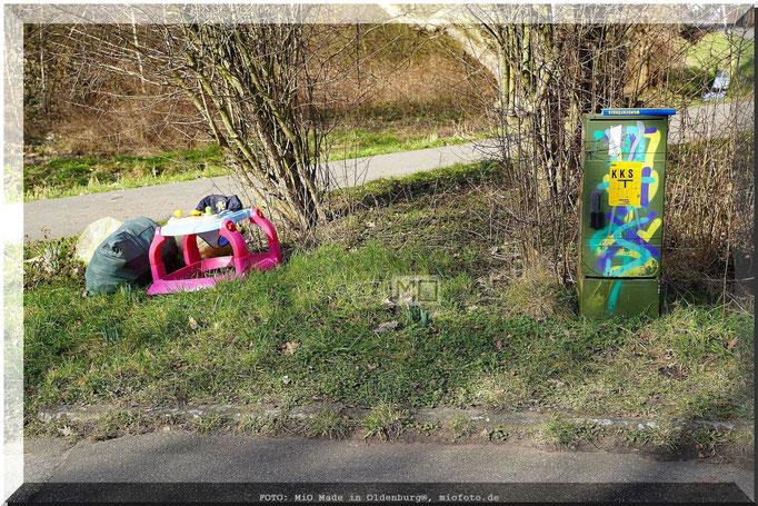 RESPEKT !! FOTO: MiO Made in Oldenburg®, miofoto.de  WOZU IST DIE NATUR SCHON DA ?? HAUPTSACHE IC BIN MEINEN MÜLL LOS