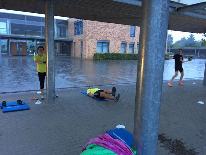 Training geht auch bei Regen, aber nicht im Regen