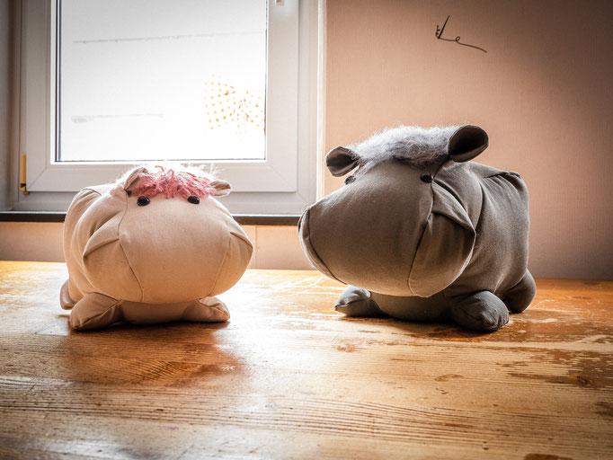 Flußpferde groß (grau)  39,50€  mittel[beige)  28,50€