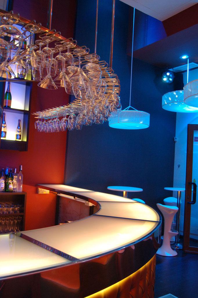 barras de bar  BARRA DE ACERO INOXIDABLE, VIDRIO Y CAPITONE