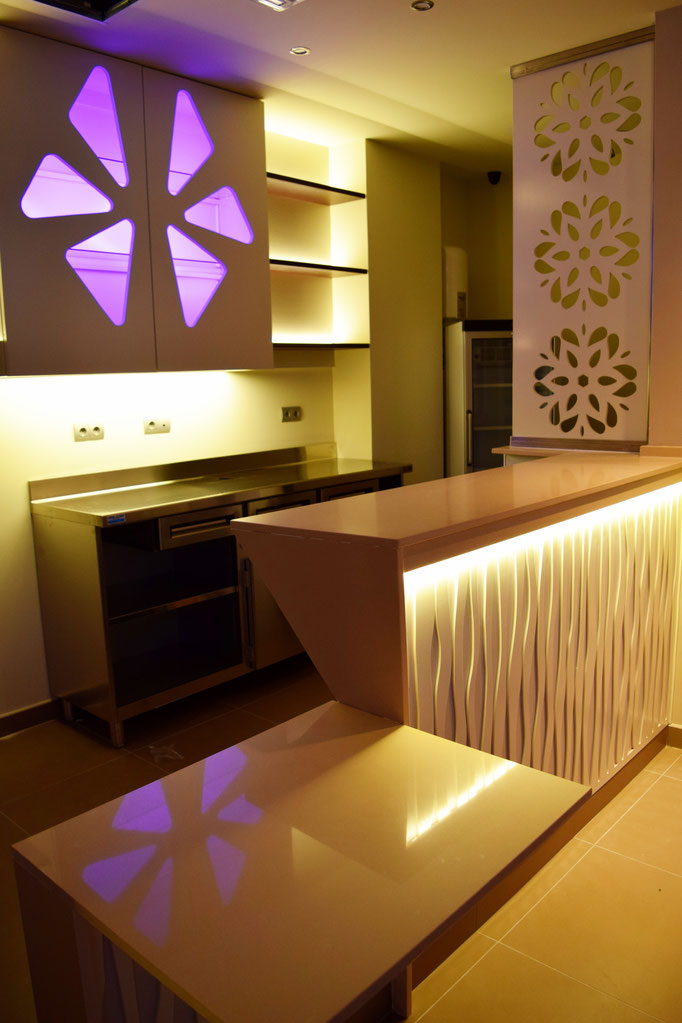barras de bar  BARRA DE SILESTONE, METACRILATO Y PANEL COMPOSITE