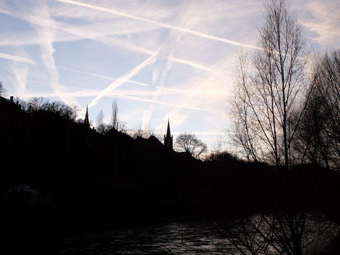 Dezember: Ein durchzogener Himmel über Bern.