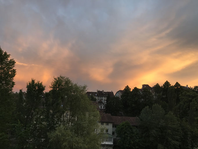 Juni: Bern brennt.