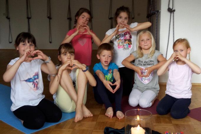 Finger-Yoga- Liebe Mama, ich hab dich soooo lieb