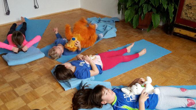 Kuscheltiere-Yoga