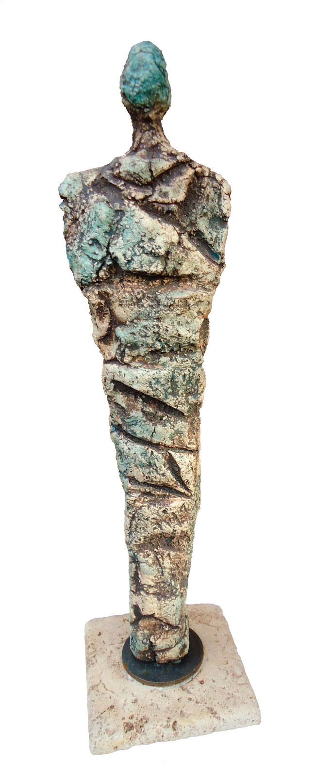 Skulptur aus Ton mit Engoben gebrannt