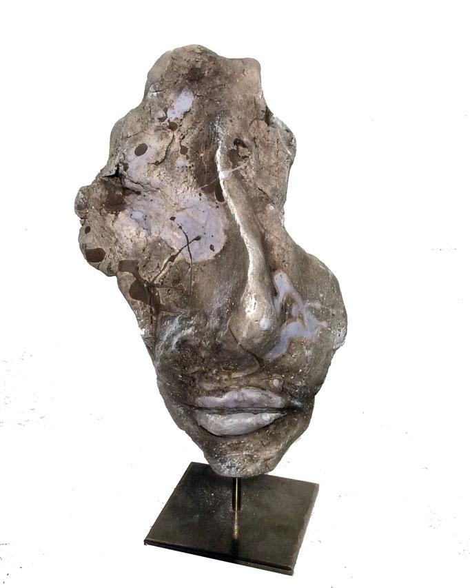 Kopf aus Steinzeugmasse