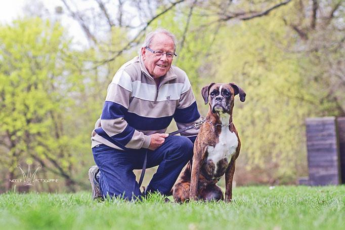 Klaus mit Boxer-Hündin Waila