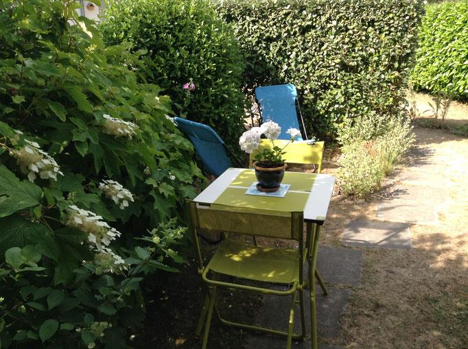 Salon de jardin + 2 transats Lafuma