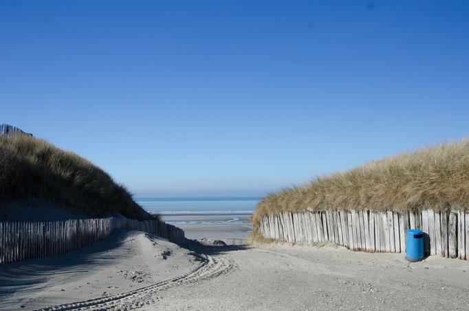 Accès plage au niveau du centre Nautique ( écoles de char à voile ouvertes à l'année)