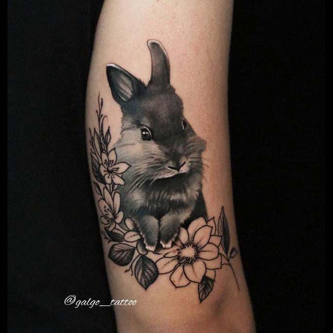 La mejor forma de reconocer el cariño a una mascota, un buen tatuaje realista.