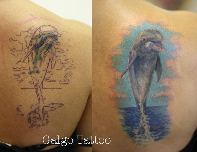 tatuaje cover up de un de un delfín a color, hecho en Santander, Cantabria.
