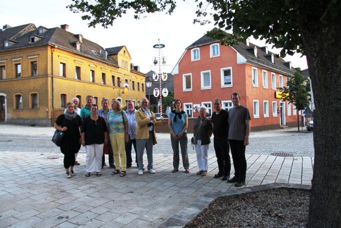 Gruppenbild vor der Gaststätte Wolfschlucht