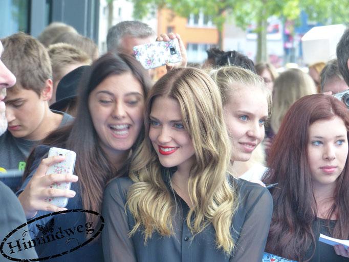 Laura Berlin mit Fans