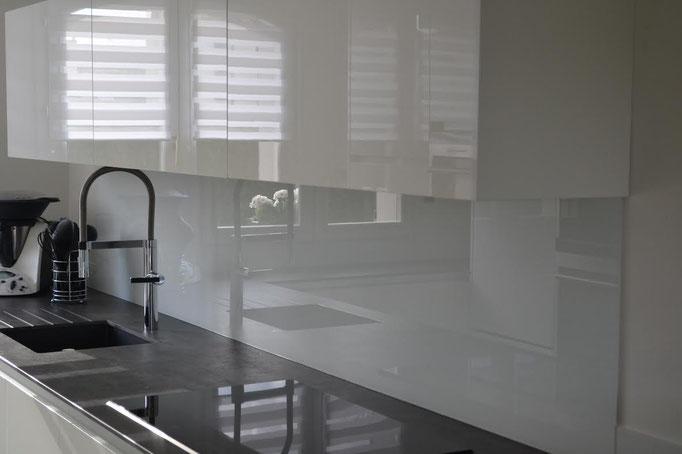 Crédence de cuisine en verre sur mesure laqué blanc 6 mm