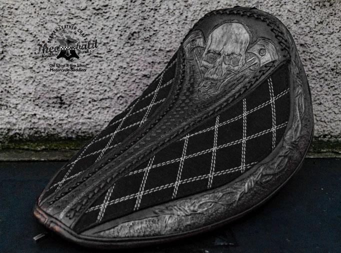 Soft Tail Skull Pistons punziert geflochten und gesteppt Leder/Alcantara mix
