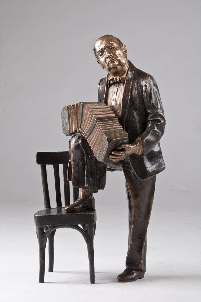José Libertello mit Bandoneon aus Tango Passion, 40 cm Höhe