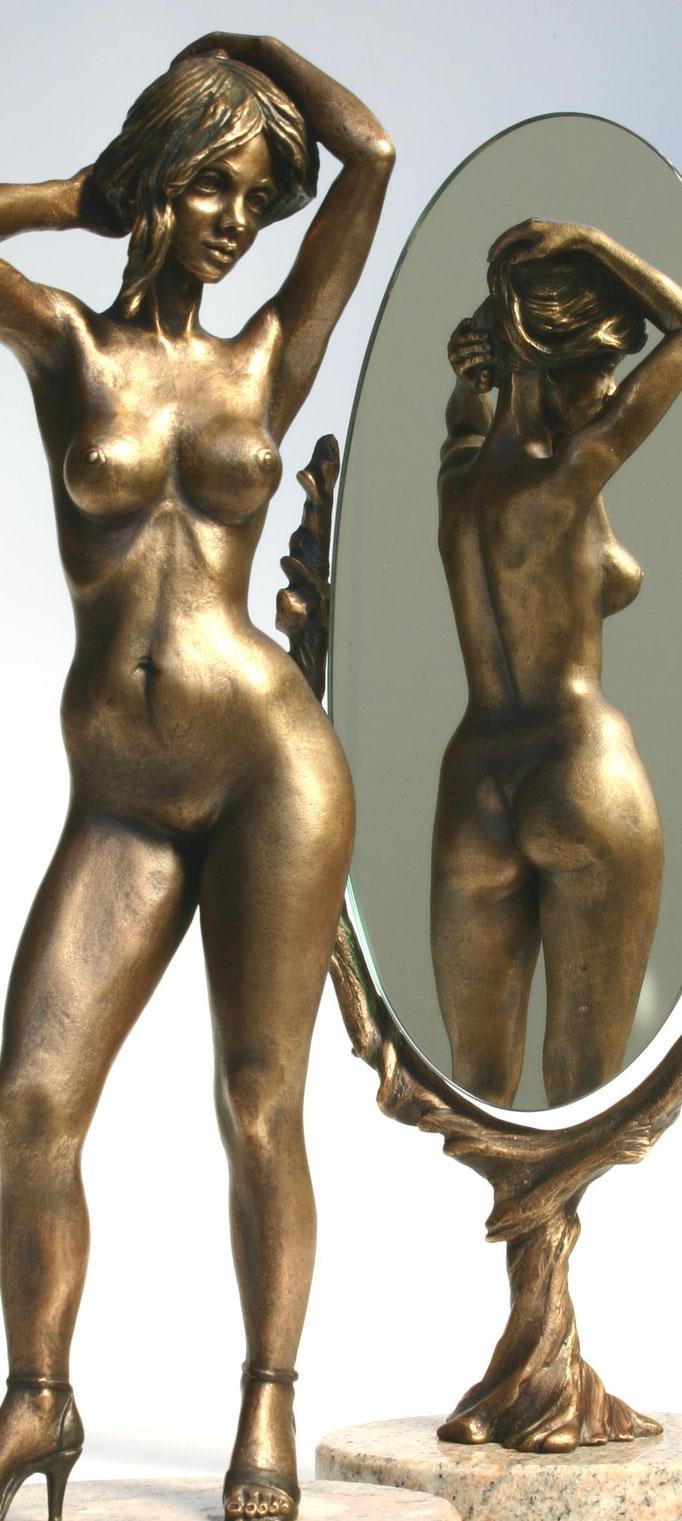 Ruth mit Spiegel, 36 cm Höhe
