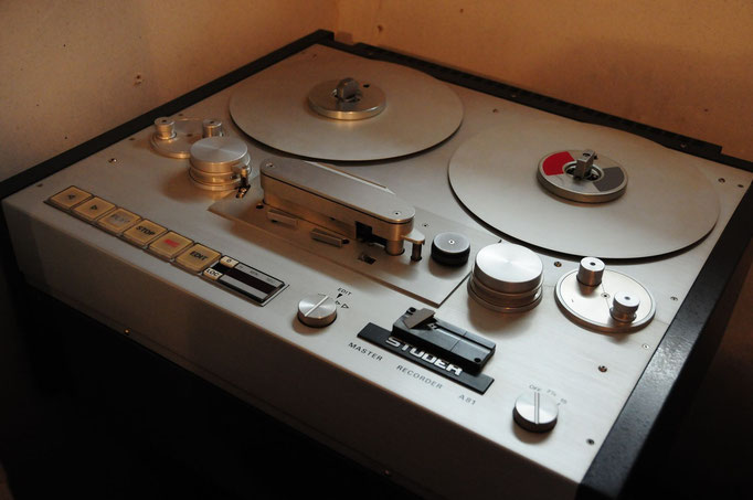 Studer A81 viertel Zoll Analog Mastering Recorder. War früher beim WDR. Perfekt gewartet mit neuen Tonköpfen. Genügend leere Bänder sind im Lager ;-)