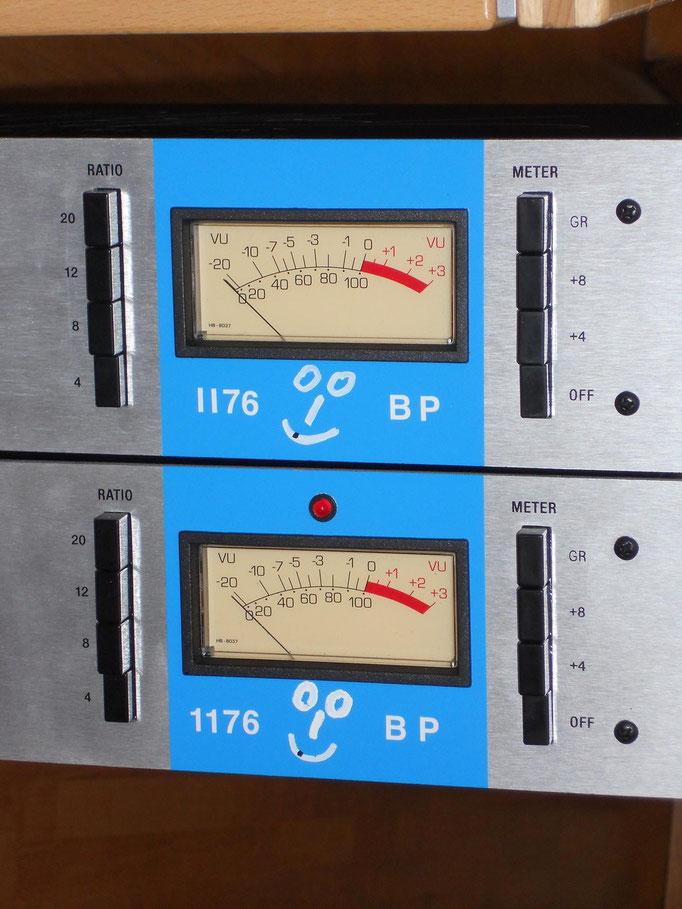 2 Revision A 1176 FET Kompressoren als DIY-kit von Hairballaudio.com. Gepimpt durch andere Ein/Ausgangsübertrager von Urei/Cinemag, ein paar andere Kondensatoren & Widerstände, und schon klingen die Dinger wie original :-)