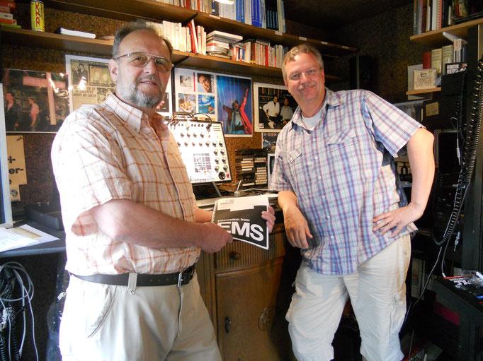 """Ludwig Rehberg (EMS) und ich bei der Übergabe meines EMS AKS Synthesizers. Coole Sache, mit dem Herrn zusammenzustehen, der Musikgeschichte mitgeschrieben hat... (u.a. die Sequenzer Riffs von """"On the Run, Pink Floyd, bzw. """"Radio Gaga, Queen)"""