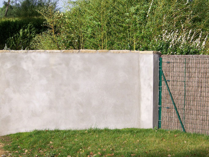 mur parpaings enduit béton
