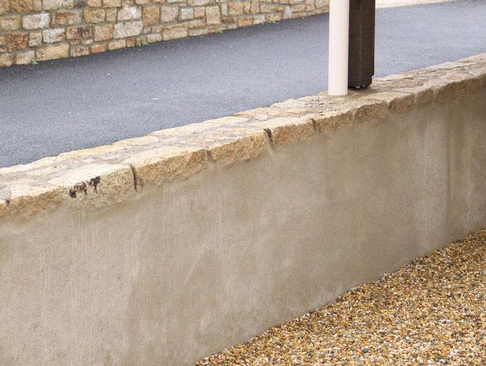 mur en pierre intérieur enduit béton