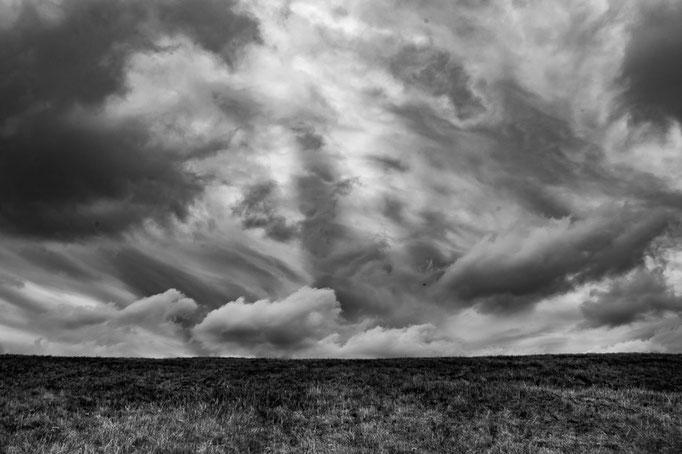 Wolken über einer Wiese