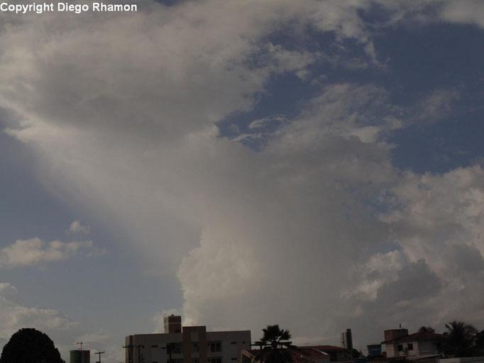 Cumulus congestus virga vista em João Pessoa, Paraíba, em 09/04/2014.