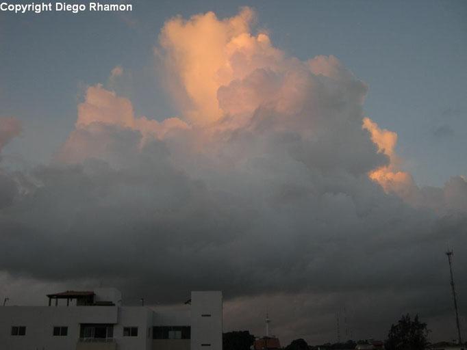 Cumulus congestus vista em João Pessoa, Paraíba, em 27/01/2014.