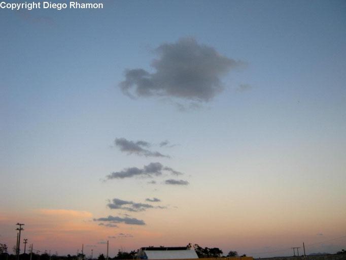 Cumulus humilis radiatus vistas em Campina Grande, Paraíba, em 19/01/2015.