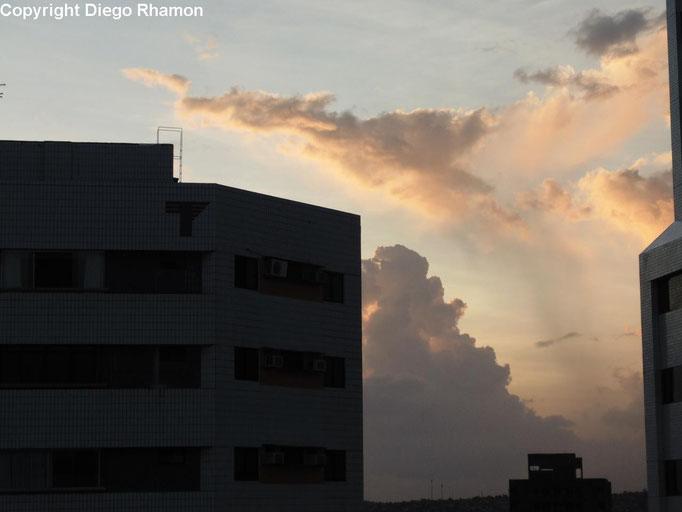 Altocumulus cumulogenitus vistas em Recife, Pernambuco, em 16/02/2015.