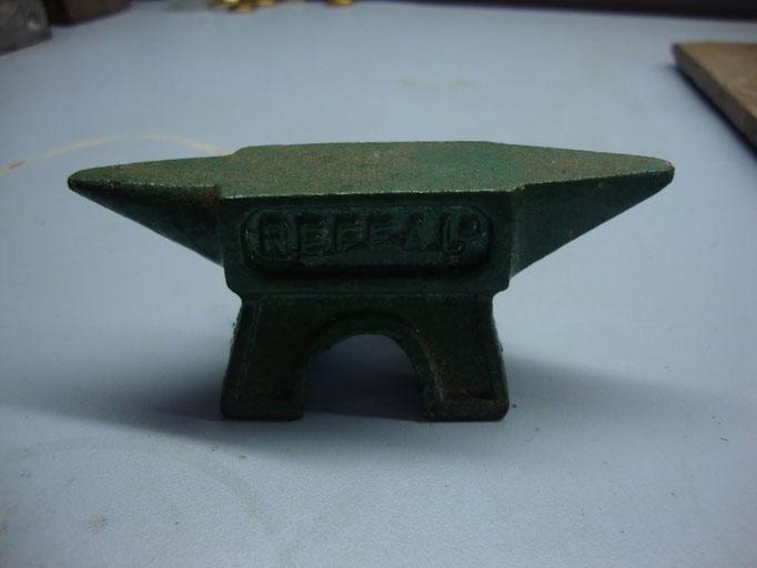 Bigorna, um instrumento que tem uma forma semelhante à de uma Cumulonimbus.