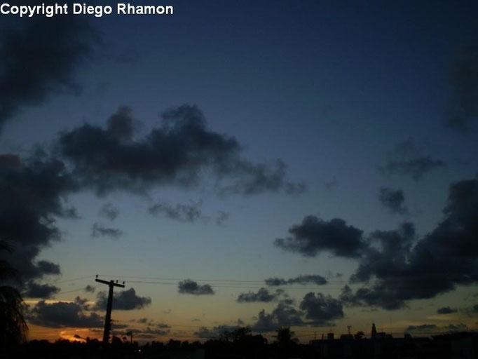 Cumulus humilis radiatus vistas em João Pessoa, Paraíba, em 18/02/2011.