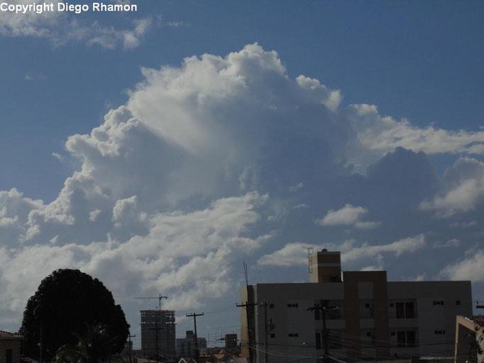 Cumulus congestus vista em João Pessoa, Paraíba, em 25/01/2014.