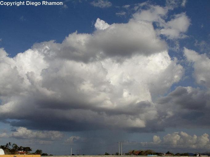 Cumulus congestus praecipitatio vista em Campina Grande, Paraíba, em 03/03/2015.