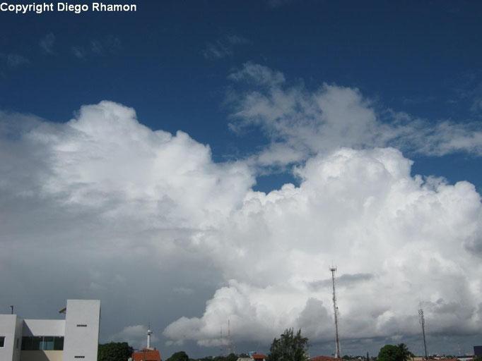 Cumulus congestus vistas em João Pessoa, Paraíba, em 15/03/2014.