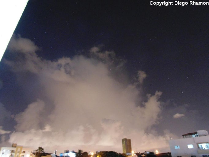 Cumulus congestus praecipitatio vista em João Pessoa, Paraíba, em 08/04/2014.