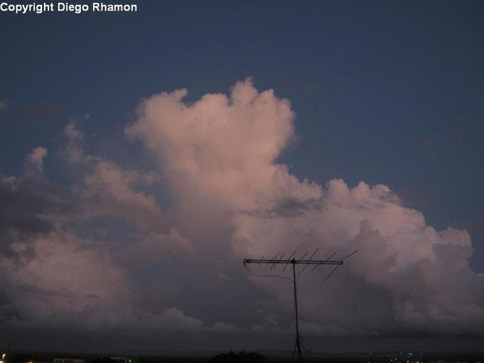 Cumulus congestus virga vista em João Pessoa, Paraíba, em 27/01/2014.