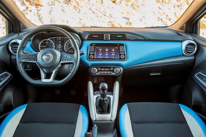Nissan Micra 2017 intérieur bleu